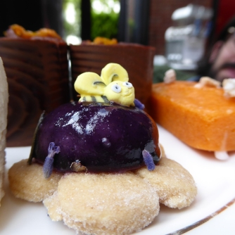 Lemon shortbread, lavender honey & blueberry cream, blueberry glaze and honey bee